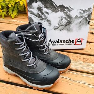 NWT/BOX MENS Avalanche Winslow Waterproof Boots